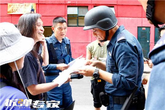 《拆弹专家2》香港闹市取景 刘德华刘青云全副武装拍摄爆炸戏